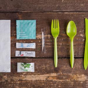 Набор одноразовых приборов 5/3 мал. зеленый «все в одном» +соль/перец/жвачка/вл.салфетка © GEOVITA - Одноразовая посуда от производителя!